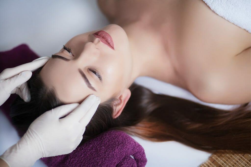 確実に肌質を変えるためには真皮層に化粧品が到達する必要がある!