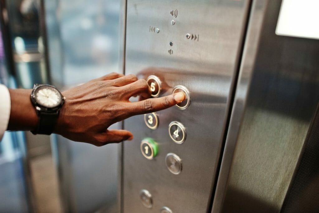 エレベーターの事故は稀にも起きない?
