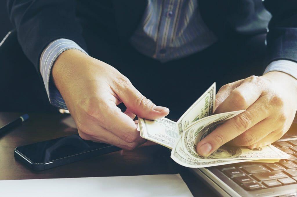 外国の銀行口座を持つときの注意点